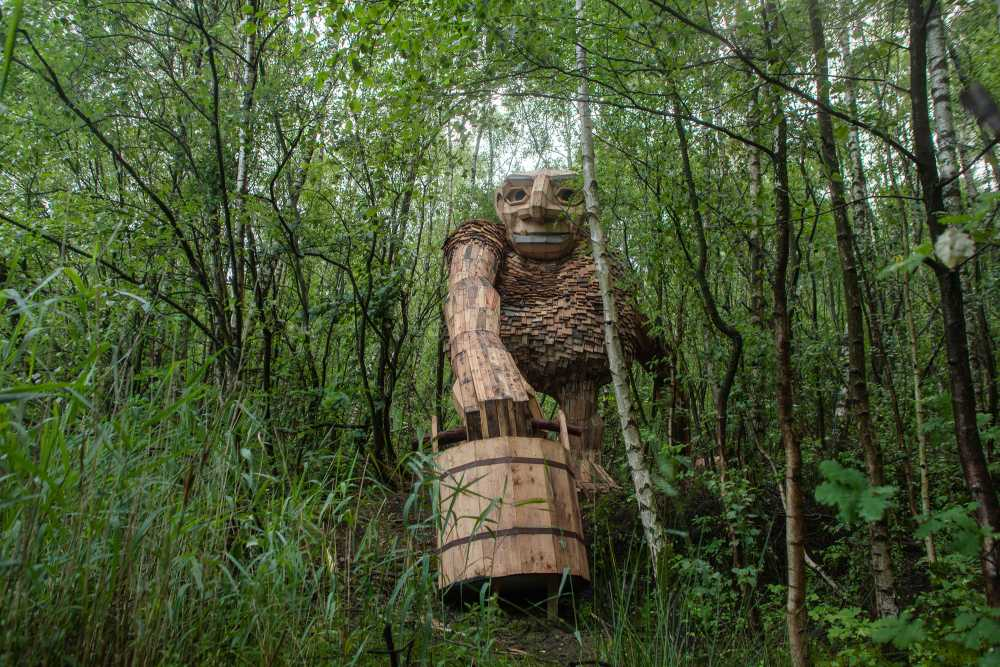Real Size Giants Hidden in a Belgium Forest