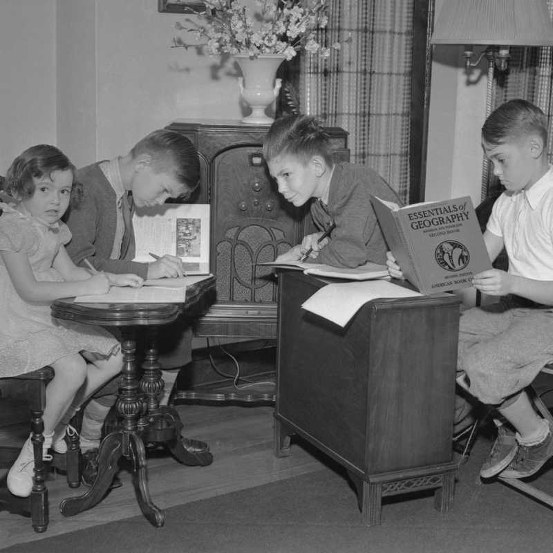 During a polio pandemic in the 1940s, children were taught remotely. Lessons are properly explained on the radio by teachers