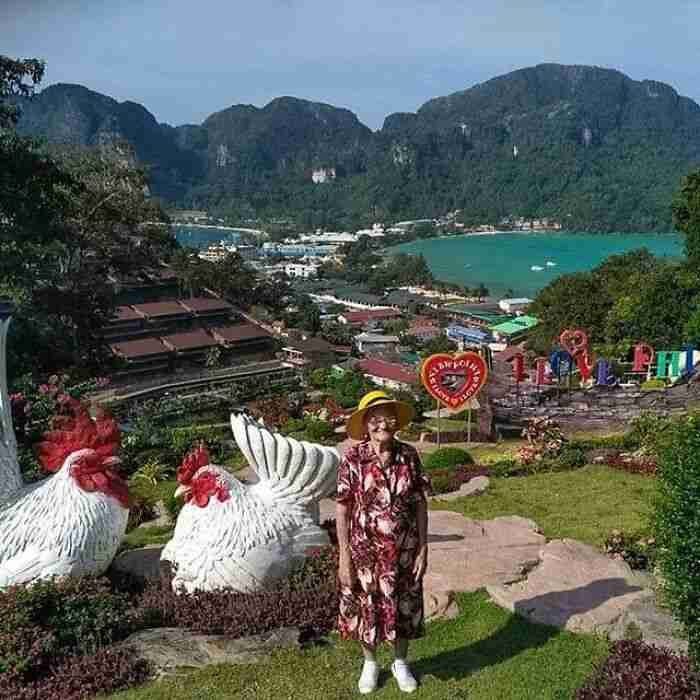 A 91-year-old Grandma traveled around the World alone, Sharing her Journey on Facebook